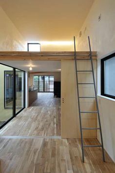 子供部屋と専用の小屋裏収納: 藤井伸介建築設計室が手掛けた子供部屋です。