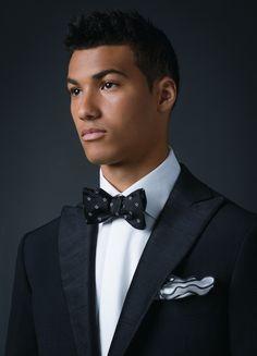 Eidos Napoli seersucker tuxedo, and Truzzi shirt, boh Pockets Menswear; Edward Arman bow tie, Neiman Marcus; Edward Arman bow tie and pocket square #FDLove