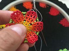 Hola! Este es mi primer instructable y les voy a enseñar cómo hacer este colgante en forma de flor de peyote.Por lo que he visto, fuera de...