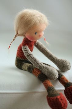 https://www.etsy.com/fr/listing/265837421/knitted-doll-greta-14-by-peperuda-dolls?ref=shop-shares-hp-card