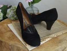 Vintage 1950's //1960's Black Suede and Leather Baby Doll Pumps//  UK 4,5 shoes// US 6,5// EU 37,5. by DanielaDavid on Etsy
