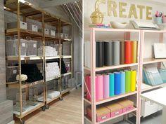 Muito usadas em escritórios de antigamente ou ambientes industriais, as estantes de ferro têm ganhado espaço na decoração de casas e apartamentos descolado
