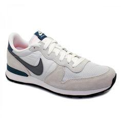 Todo el mundo necesita unas zapatillas Nike para recorrerse la ciudad. Y en Fulham tenemos la mejor selección de los últimos modelos! Fulham, Nike Cortez, Sneakers Nike, Shoes, Fashion, The World, Role Models, Nike Shoes Outfits, City