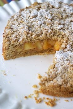 Italian Apple Crumble Cake-Torta Sbriciolata alle Mele: A delicious Italian apple crumble cake that is perfect to enjoy for breakfast or an afternoon break with a hot cup of coffee. Apple Desserts, Apple Recipes, Delicious Desserts, Cake Recipes, Dessert Recipes, Gourmet Desserts, Pastry Recipes, Picnic Recipes, Health Desserts
