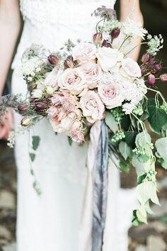 romantic rose bridal bouquet   image via: magnolia rouge