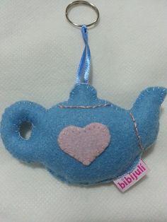 Chaveirinho Bule, em feltro, lembrancinha para chá de bebê. Visite facebook BibíJulí Artesanatos!