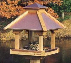 There are a lot of different kinds of cool bird feeders that may be bought these days. Moreover wild bird food is really cheap and will entice a number of birds. There are various species of birds that can you feed in this cute bird feeder ideas. Homemade Bird Houses, Homemade Bird Feeders, Wooden Bird Feeders, Diy Bird Feeder, Bird House Plans, Bird House Kits, Bird Feeder Plans, Homemade Pictures, Greenhouse Plans