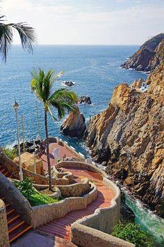 À beira-mar. Acapulco, México. Fotografia via coopersmith.