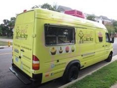 Top Ten Misconceptions Of Food Trucks! Cupcake Shops, Cupcake Bakery, Food Trucks Los Angeles, Truck Restaurant, Food Trolley, Bike Food, Opening A Bakery, Food Truck Business, Food Park