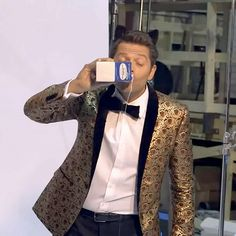 Misha Collins for EW video : http://ew.com/tv/2017/10/11/supernatural-season-13-cover/?utm_campaign=entertainmentweekly&utm_source=twitter.com&utm_medium=social&xid=entertainment-weekly_socialflow_twitter
