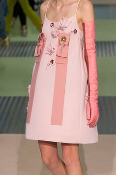 You know you want this dress from Prada's Fall/Winter 2015 collection. As if online shopping wasn't already dangerous enough, it's now proliferating social media, making it impossible to avoid that Zara Fashion, 1960s Fashion, High Fashion, Fashion Show, Fashion Outfits, Queen Fashion, Couture Fashion, Runway Fashion, Womens Fashion