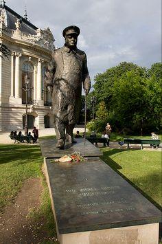Churchill's statue, Paris, France
