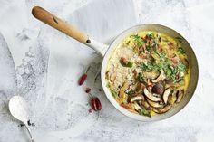 45 schnelle Gerichte unter 400 Kalorien | Küchengötter Healthy Recipes, Healthy Food, Nom Nom, Kitchen, Savory Breakfast, No Sugar Diet, Omelet, Light Recipes, Mushrooms