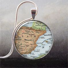 Put a map of your favorite place in a clear piece of jewelry. Fashionable & meaningful! (Thanks, @lindseyesdnil)