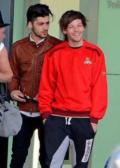 Zayn and Louis in Heathrow One Direction Quotes, One Direction Pictures, I Love One Direction, Harry Styles, Louis Tomilson, Normal Guys, Louis And Harry, Family Show, Best Friendship