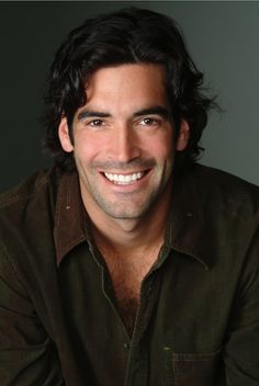 Carter Oosterhouse. Yup, he's handsome. And handy. And green. And, sorry ladies, he's married to the talented and lovely actress Amy Smart. Read my interview with the carpenter turned TV personality by clicking on his mug. Enjoy!