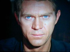 This pic of Steve McQueen tho Hollywood Stars, Classic Hollywood, Old Hollywood, Beautiful Eyes, Gorgeous Men, People With Blue Eyes, Steeve Mcqueen, Steve Mcqueen Style, Joe Cool