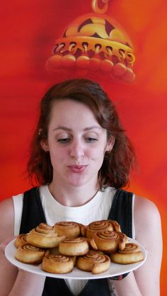 Zimtschnecken aus Pizzateig sind so lecker und ganz schnell gemacht! Kein Kneten, keine versaute Küche... in Handumdrehen gemacht!