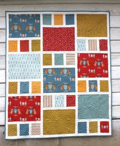 Sewing Quilts Craftsman Crib Quilt featuring Lancelot - Fast and easy crib quilt featuring the Craftsman quilt pattern. This version features the Lancelot collection by Citrus and Mint for Riley Blake Designs. A perfect alternative to a little boy quilt. Quilt Baby, Cot Quilt, Quilting Projects, Quilting Designs, Quilting Tutorials, Quilting Ideas, Baby Quilt Tutorials, Quilting For Beginners, Craftsman Quilts