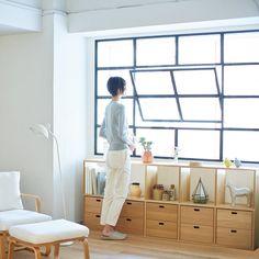 使って実感無印良品わたしの暮らしのレギュラーアイテム4選 Japanese Interior Design, Japanese Home Decor, Interior Design Studio, Muji Furniture, Living Furniture, Furniture Design, Muji Haus, Muji Storage, Small Apartment Organization