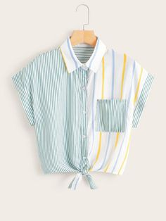 To find out about the Vertical-Striped Knot Hem Blouse at SHEIN, part of our latest Blouses ready to shop online today! Crop Top Outfits, Cute Casual Outfits, Stylish Outfits, Girls Fashion Clothes, Teen Fashion Outfits, Kawaii Clothes, Diy Clothes, Mode Kpop, Mode Style
