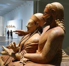 Louvre-Lens_-Les_Étrusques_et_la_Méditerranée musée_du_Louvre(Sarcophage_des_Époux)
