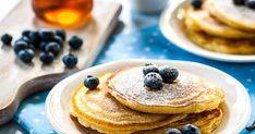 Op zoek naar een lekker pancakes recept? Met dit recept op Bakken.nl bak je heerlijke luchtige pancakes op Engelse wijze met baksoda en karnemelk. De pancakes zijn extra lekker gemaakt met blauwe bessen: kortom, hét recept voor de enige echte blueberry pancakes. Vanille Bourbon, Vanille Paste, American Pancakes, Brunch, Blueberry Pancakes, Smoothies, Foodies, Fruit, Breakfast