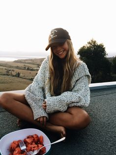 Breakfast beach river damn aldam cold dewy morning early solo woke up pajamas Artsy Photos, Cute Photos, Cute Pictures, Insta Photo Ideas, Insta Pic, Summer Pictures, The Bikini, Photo Instagram, Mode Style
