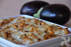 Pastel de berenjena: Una forma diferente de cocinar esta hortaliza, rehogada con tomate y queso, sobre puré de patatas y gratinada con Mozzarella.