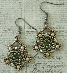 """Linda's Crafty Inspirations: Silver Moon Earrings - Sage Green and Pewter-- SILVER MOON EARRINGS 11/0 seed beads Miyuki """"Duracoat Galvanized Pewter"""" (D4222) 8/0 seed beads Miyuki """"Duracoat Galvanized Pewter"""" (D4222) 8/0 seed beads """"Sage Green Luster"""" (8-431M) * 4mm bicones """"Vitral Green - #C50"""" (Beads One) 3mm druks """"Green Marble Luster Picasso""""--Free instructions"""