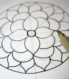 Drawing Doodle How to Draw a Mandala (With FREE Coloring Pages!) - Drawing and coloring mandalas is a meditative form of creating artwork that's easier than it looks. Learn how to draw a mandala on Craftsy! Easy Mandala Drawing, Simple Mandala, Mandalas Drawing, Zentangles, Mandala Pattern, Mandala Design, Pattern Art, Mandala Mural, Mandala Symbols