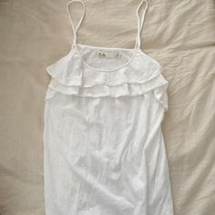 Madewell Hi-Line Tank in Size M! Super cute white cotton cami tank with a ruffle at the neckline! It's comfy and light and airy. Only worn once! No stains! Madewell Tops Tank Tops