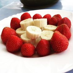 En güzel mutfak paylaşımları için kanalımıza abone olunuz. http://www.kadinika.com  #strawberry #banana #çilek #muz #meyve #fruit #picoftheday #photooftheday #yummy #delicious #leziz #sunum #sunumönemlidir #gramcilek #gramçilek #mutfakgram #picstitch #instafood #instagood #foodporn #foodpic #food #instapic  #instaphoto #delicious #home #instagurme #pictureoftheday