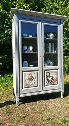 Beautiful painted cabinet by Eric Samnick. ~ Image du Blog patinerelooking.centerblog.net