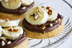 Top shortbread cookies with bananas, Nutella, and almonds to make this snack.