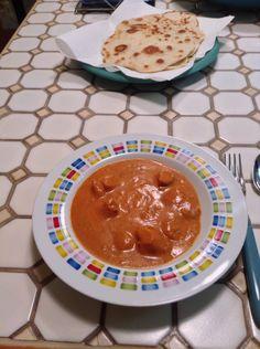 Butter Chicken mit Naan. :) indisches Essen, gut gewürzt und lecker, Brot mit Hähnchen und leckerer Soße