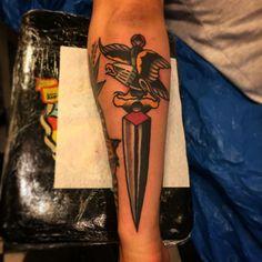 Tattoo old School   águia e adaga