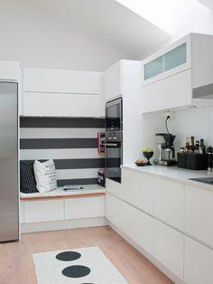 Zdjęcie: pomysl na siedzisko między szafkami w kuchni