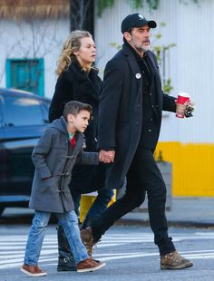 Jeffrey Dean Morgan Grabs Coffee With His Wife And Son – Gallery ...