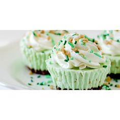 16 St. Patrick's Day Desserts Better Than a Pot of Gold ❤ liked on Polyvore featuring home and kitchen & dining