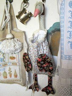 Купить Гусь-пакетница Степанида - гусь, Гусь Тильда, пакетница, гусь-пакетница, гусь пакетница Easy Sewing Projects, Quilting Projects, Sewing Crafts, Doll Patterns, Sewing Patterns, Crochet Kitchen, Christmas Toys, Animal Crafts, Handmade Toys