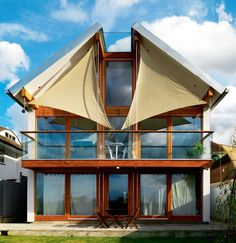 Matthew and Lesley Borowiecki's unique eco friendly home enjoys far-reaching views across London through huge windows, shaded from the sun by distinctive sails. Upside Down House, Clad Home, Glazed Brick, Eco Friendly Cleaning Products, Huge Windows, Eco Friendly House, Kit Homes, Play Houses, Cladding