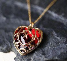 Zelda Heart Container Necklace, Legend of Zelda Heart Necklace, Real Legend of Zelda Pendant, Legend of Zelda Pendant, Heart Container by froshjewels on Etsy Cute Jewelry, Jewelry Accessories, Jewelry Design, Gold Pendant, Pendant Necklace, Necklace Chain, Gold Necklace, Accesorios Casual, Magical Jewelry