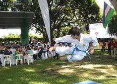 Los Juegos Mundiales fueron presentados ante medios de comunicación y empresarios de la región. Un joven realiza un exhibición de Karate.