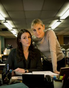 Take a look at Suranne Jones' transformation: From Corrie's factory girl to Gentleman Jack Popular Actresses, British Actresses, British Actors, Old Actress, Best Actress, Suranne Jones Hot, Sally Lindsay, Lesley Sharp, Tracy Barlow