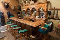 Cowhide western furniture co great bar idea Western Saloon, Western Bar, Western Kitchen, Western Decor, Western Style, Western Furniture, Bar Furniture, Rustic Furniture, Unique Furniture