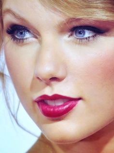 Taylor Swift - at this point in her life she really has it wired. It must be something wonderful to be Taylor Swift.