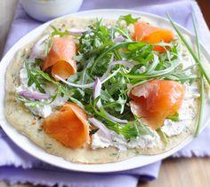 Crêpes au saumon et fines herbes - Envie de bien manger  http://www.enviedebienmanger.fr/fiche-recette/recette-crepes-au-saumon-et-fines-herbes