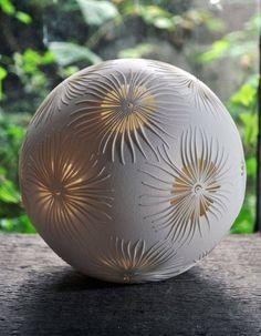 Fronds Sphere - Hobbies paining body for kids and adult Ceramic Pottery, Ceramic Art, Vase Deco, Sculptures Céramiques, Ceramic Light, Ceramic Techniques, Pottery Sculpture, Paperclay, Pottery Designs