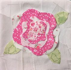 A Quilted French Rose … – betukbandi Quilt Baby, Rag Quilt, Quilt Blocks, Crib Quilts, Paper Pieced Quilt Patterns, Quilt Patterns Free, Applique Quilts, Flower Quilts, Quilting Projects